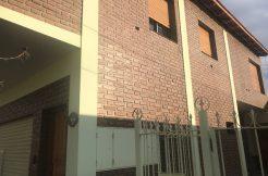 Departamento y Local, ubicado s/ calle Venezuela a una cuadra de Esmeralda