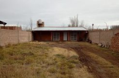 Casa – Quincho ubicado en Fernandez Oro, s/ calle Jorge Cafrune