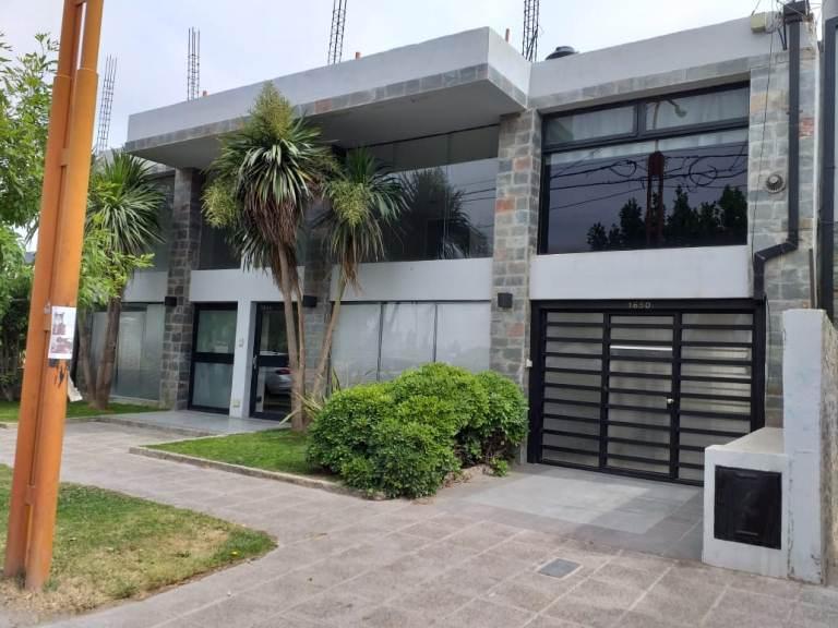 Local de 203 m2 cubiertos, en Barrio Flamingo, s/ calle Alem