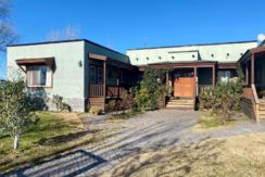Importante casa Nivel Gerencial, en Barrio Privado La Chacra