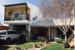 Casa ubicada en Barrio Los Jardines, sobre calle Berola