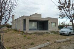Casa en Barrio Privado Los Robles con pileta de natación
