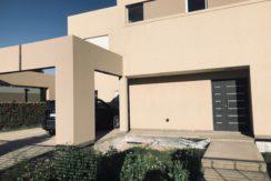 Casa nivel gerencial ubicada en barrio Manzanar Gines, s/ calle Los Saucos