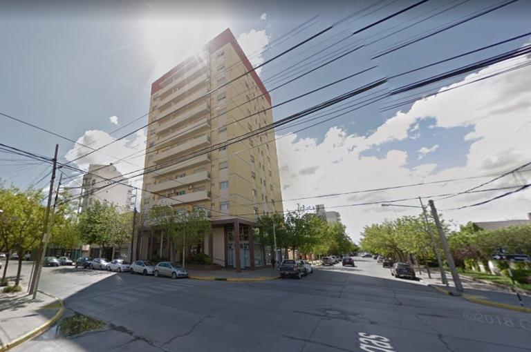 Departamento ubicado en zona Centro, sobre calle Irigoyen