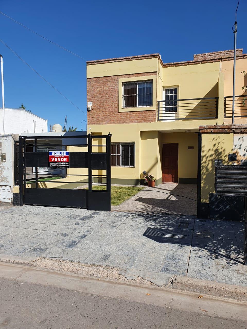 Dúplex ubicado en barrio Jorge Newberry, s/ calle Molina Campos