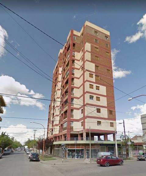 Departamento ubicado en barrio Rosauer, sobre calle Tte. Ibañez y España