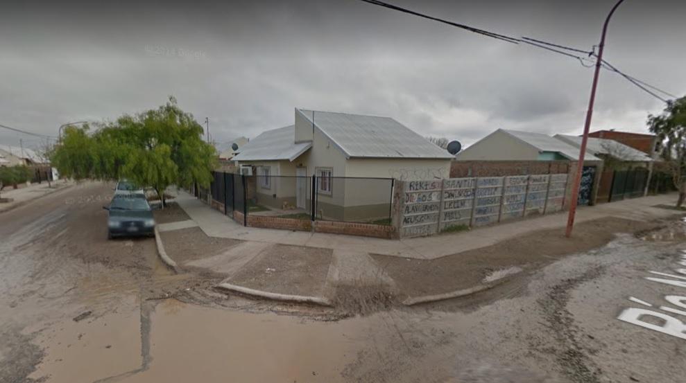 Casa Ubicada En Barrio 150 Viviendas, Sobre Calle Rio Negro